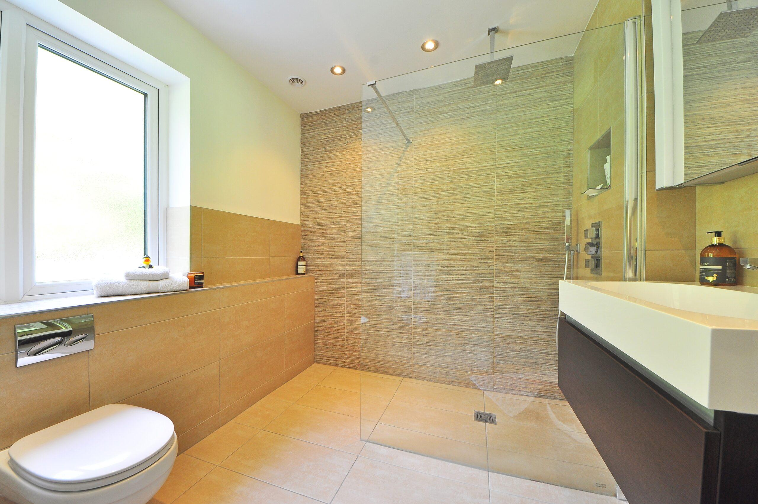 bathroom-1336165